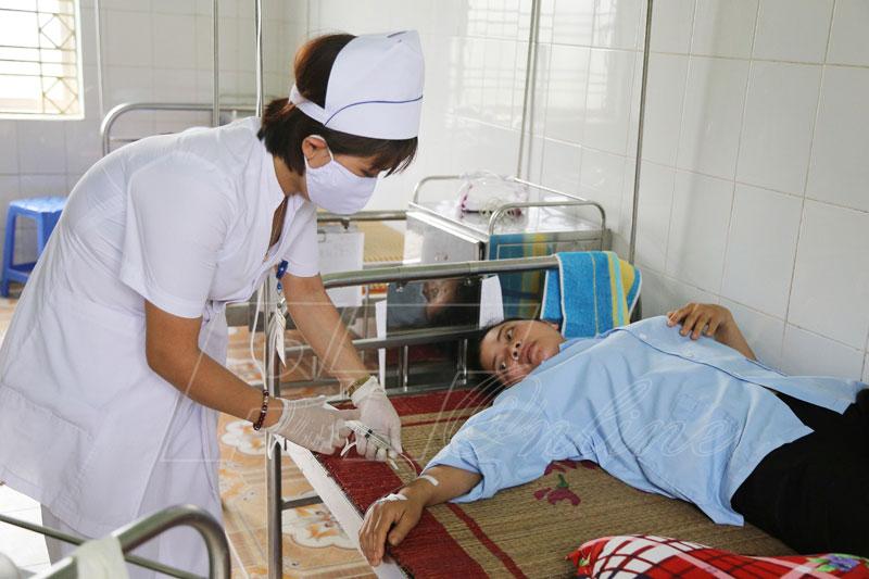 Công nhân nhập viện vì ngộ độc thực phẩm