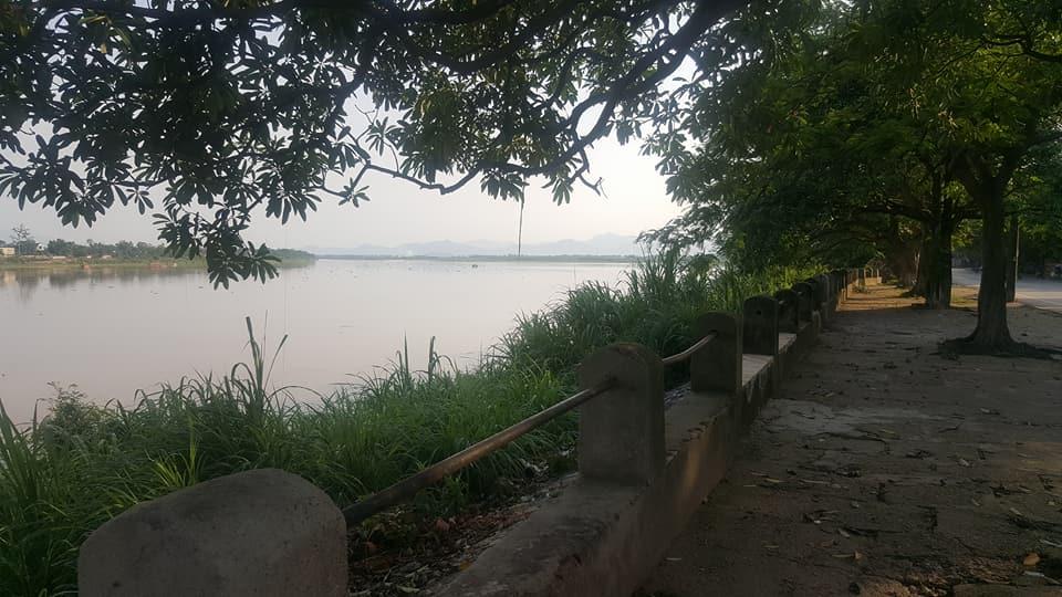 Bờ sông thi xã Phú Thọ