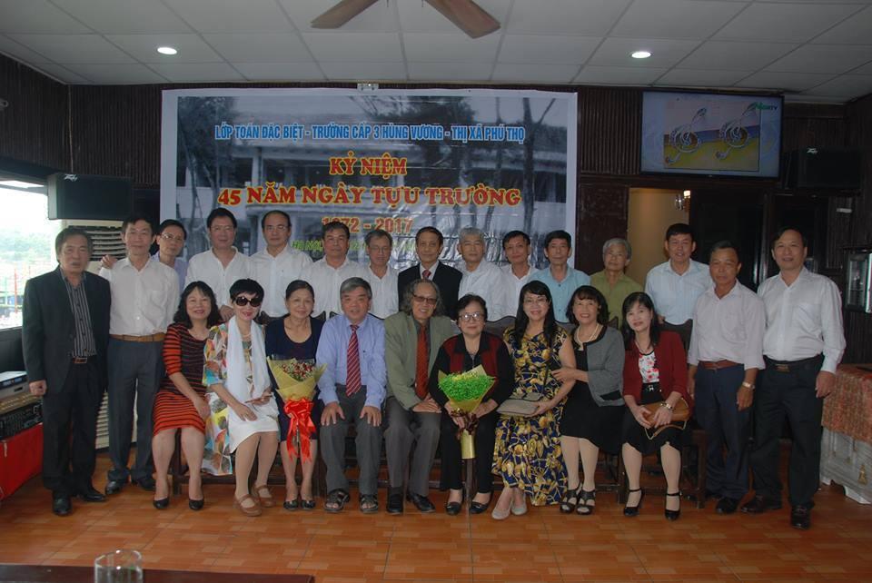 Thầy Nguyễn Áng và học trò lớp H năm xưa