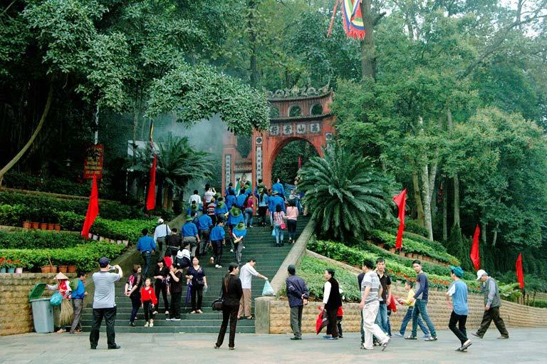 Cổng chính Đền Hùng