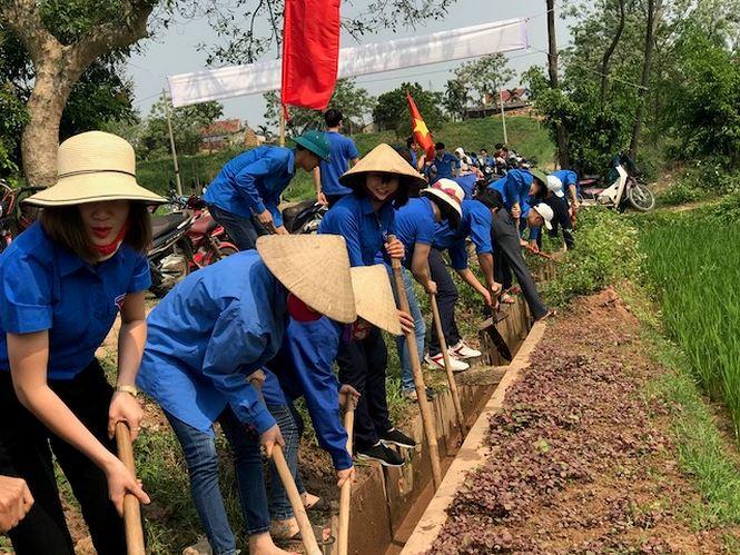 Tuổi trẻ Đất Tổ làm tình nguyện trong tháng thanh niên