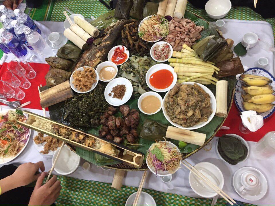 """Đặc sắc """"cỗ lá"""" của người Mường ở Phú Thọ"""
