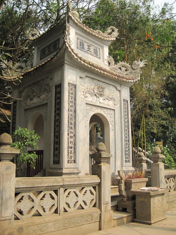 Lăng mộ Vua Hùng - Khu di tích lịch sử Đền Hùng