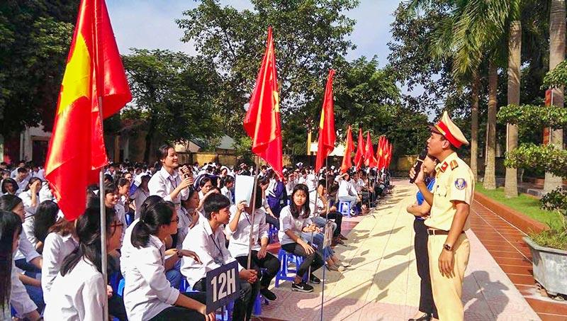 Tuyên truyền luật an toàn giao thông tại trường thpt Hùng Vương