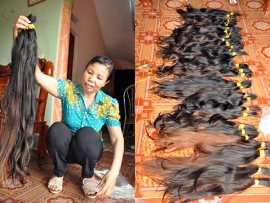 Nguyễn Thị Nha, Chủ tịch Hội Phụ nữ xã Hồng Đà bên vựa tóc