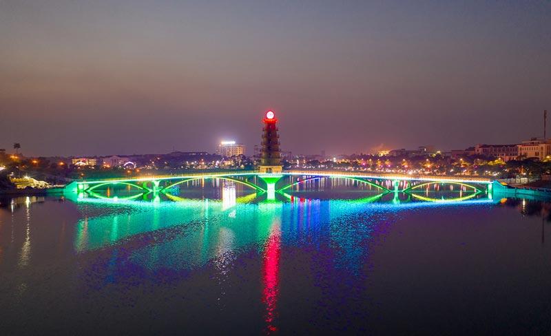 Cầu đi bộ công viên văn Lang, Việt Trì
