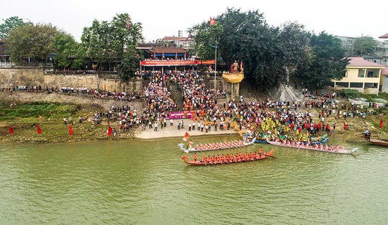 Lễ hội đền Tam Giang tại phường Bạch Hạc, thành phố Việt Trì, Phú Thọ