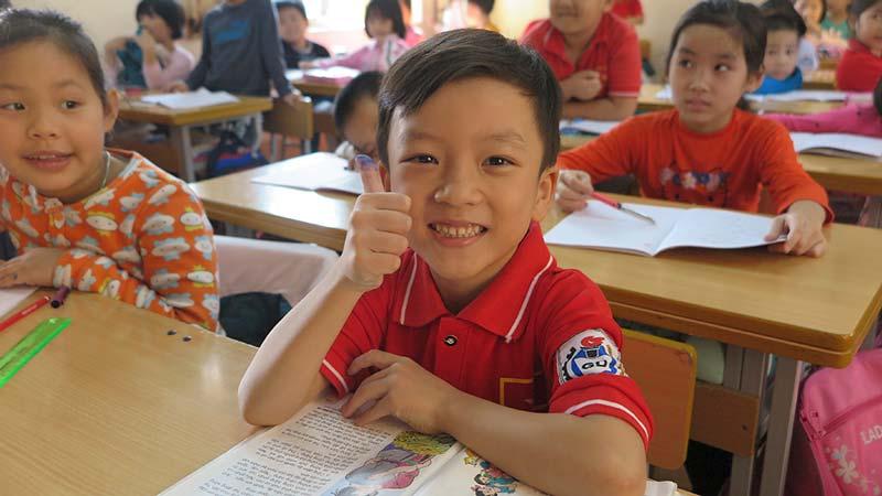 Nguyễn Quang Bình lúc học bài trên lớp ...