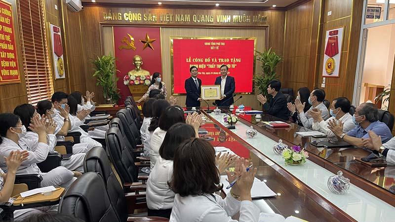 Phong tặng danh hiệu và kỉ niệm chương 6 Thầy thuốc ưu tú ở Phú Thọ