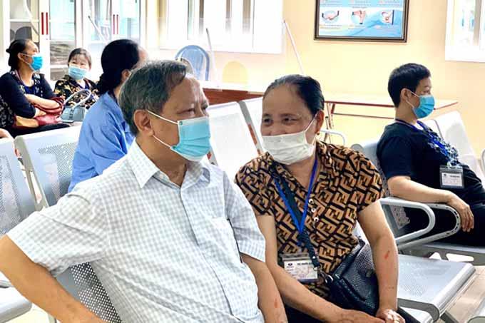 Ông Sang cùng vợ đến Bệnh viện K