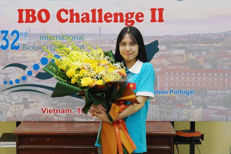 Nguyễn Thị Thu Nga (học sinh lớp 12, Trường THPT Chuyên Hùng Vương, tỉnh Phú Thọ) giành được Huy chương Bạc ở kỳ thi Olympic Sinh học quốc tế năm 2021.