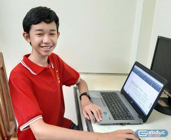Nguyễn Lê Minh Khôi, học sinh lớp 8b Trường Trung học cơ sở Hùng Vương, thị xã Phú Thọ